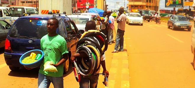 street-hawkers-in-kampala-ityafrica-net